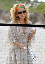 Kate Hudson tamed her curls with a colorful headband while filming 'Something Borrowed.'