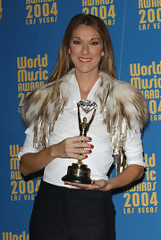 Celine Dion showed off her perfect red mani while holding her statuette at the 2004 World Music Awards.