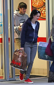 Kristen Stewart dressed down in a navy hoodie for a pizza run.