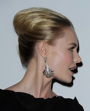 Kate Bosworth complemented her upswept hairstyle with a pair of Art Deco-glam diamond chandelier earrings.