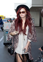 Demi Lovato accessorized with a pair of tortoiseshell wayfarers for a flight.