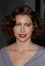 Jessica Biel topped off her beauty look with a shiny red lip.