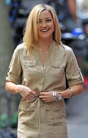 Kate Hudson accessorized with a chic gold quartz watch while filming 'Something Borrowed.'