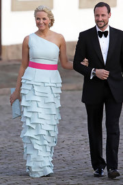 Princess Mette-Marit polished off her look with a long envelope clutch.