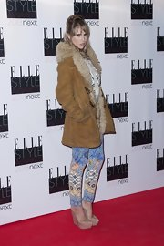 Suki Waterhouse arrived for the Elle Style Awards looking cozy in a tan suede parka.