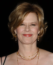 JoBeth Williams wore her hair in a short wavy style at the 2007 Palm Springs International Film Festival.