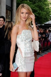 Rosie Huntington-Whiteley paired a pastel-blue Smythson envelope clutch with a strapless mini for the premiere of 'Hummingbird.'