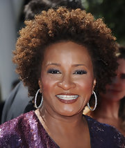 Wanda Sykes attended the 2010 Creative Arts Emmy Awards wearing this voluminous curly 'do.