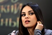 Mila Kunis accessorized with a chic gold ring at the 'Oz the Great and Powerful' photocall in Moscow.