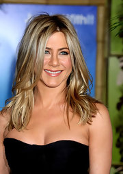 Jennifer Aniston oozed edgy glamour with her tousled waves at the New York premiere of 'Just Go with It.'