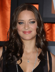 Marion Cotillard wore her hair with a center part and sweet curls during the Critics' Choice Awards.