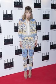 Suki Waterhouse chose a pair of nude platform pumps to team with her charming suit.