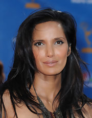 Padma Lakshmi perked up her eyes with metallic blue liner for the Primetime Emmy Awards.