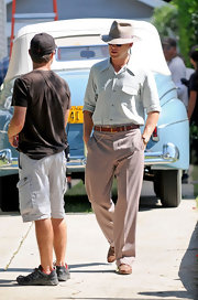 Ryan Gosling chatted up people on the set of 'Gangster Squad' while wearing a casual pale blue button-down with front-flap breast pockets.