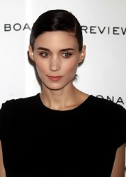 Rooney Mara looked elegant wearing this sleek side-parted ponytail at the 2012 National Board of Review Awards Gala.