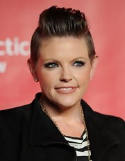 Natalie Maines showed off a perfectly sculpted fauxhawk at the 2013 MusiCares Person of the Year Tribute.