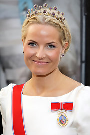 Princess Mette-Marit finished off her 'do with a gorgeous gemstone tiara.