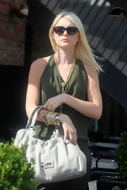 Jessica Stam topped off her outfit with a white leather hobo bag.