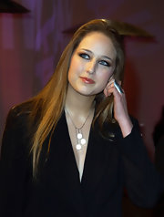 Leelee Sobieski complemented her outfit with a silver statement ring and a cute pendant necklace.