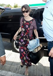 Keira Knightley completed her airport outfit with a large black leather tote by Fendi.