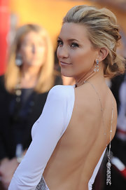 Kate Hudson complemented her backless dress with a gorgeous diamond chandelier necklace by Cartier for the 2010 SAG Awards.