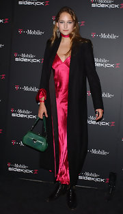 Leelee Sobieski did some color blocking, pairing her pink dress with a green leather purse.