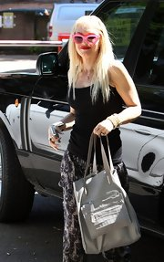Gwen Stefani was spotted in London toting a stylish taupe shopper bag.