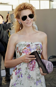 Clotilde Courau looked cool in her Ray-Ban aviators while headed to the Armani fashion show.