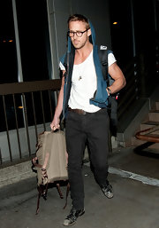 Ryan Gosling wore a flattering pair of dark jeans as he exited LAX after a long flight.