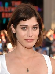 Lizzy Caplan sported a casual bob at the LA premiere of 'The Campaign.'