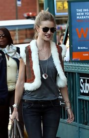 Rosie Huntington-Whiteley visited the set of 'Safe' wearing a large heart pendant necklace.