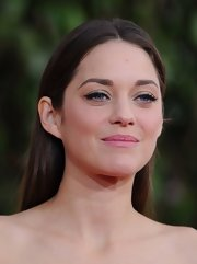 Marion Cotillard looked pretty at the Golden Globes even with the simplest of hairstyles.