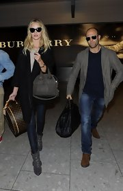 Rosie Huntington-Whiteley had her hands full with a gray Givenchy leather tote and a Louis Vuitton hatbox.
