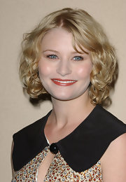 Emilie De Ravin wore her hair in a curled-out bob at the 2007 Women in Hollywood event.