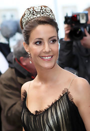 Princess Marie polished off her ensemble with a pair of diamond drop earrings.
