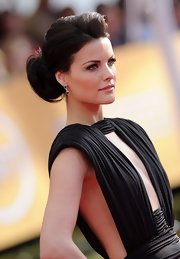 Jaimie Alexander wore her hair in a formal pony for the SAG Awards.
