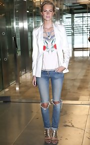Poppy Delevingne smartened her jeans with a stylish white blazer.