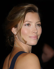 Jessica Biel complemented her romantic updo with a delicate pair of dangling diamond earrings.