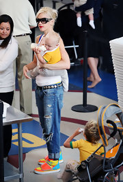 Gwen Stefani finished off her casual look in fun style with a pair of multicolored leather sneakers.