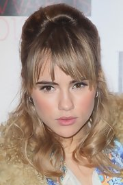 Suki Waterhouse's half-up 'do at the Elle Style Awards was all about retro flair.