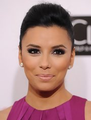 Eva Longoria contrasted her bold-hued gown with a nude lip.