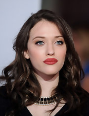 Kat Dennings style her hair with piecey waves for the People's Choice Awards.