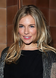 Sienna Miller looked fab at the 'Flare Path' after-party wearing this bouncy, face-framing 'do.