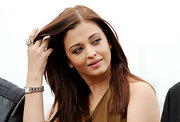 Aishwarya Rai showed off a huge gemstone ring at the Cannes Film Festival photocall for 'Heroine.'