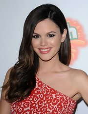 Rachel Bilson looked sweet and pretty with her wavy side sweep at the 'Fun Size' premiere.