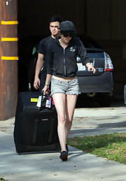 Kristen Stewart had her hands full with a huge nylon suitcase.