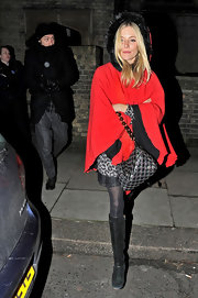 Sienna Miller sealed off her cold-weather look with black knee-high boots.