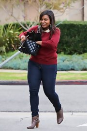 Mindy Kaling paired a red sweater with blue skinny jeans for a lunch out.
