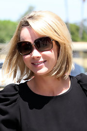 Amanda Holden wore her hair in a casual bob while grabbing lunch in Studio City.
