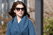 Anna Kendrick went shopping looking chic in a pair of tortoiseshell wayfarers.